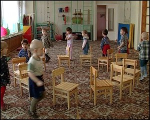 дети в детском саду кушают