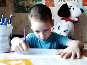 ребенок боится оставаться дома один